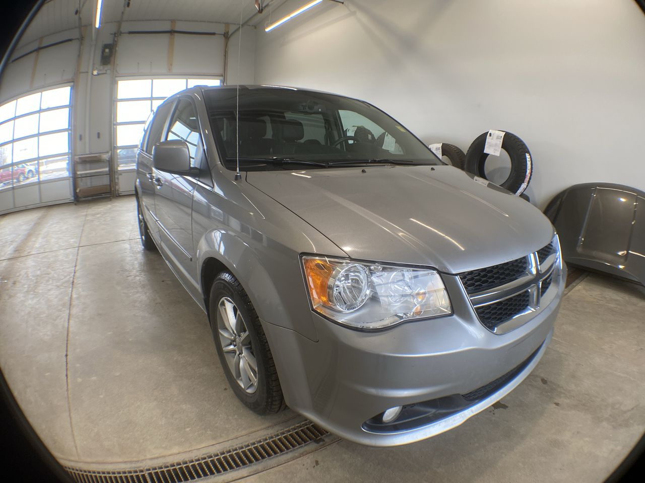 2015 Dodge Grand Caravan Sxt Premium Plus (8527C) Main Image